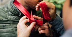 Best 30-Minute Ice Breakers for Conferences - Blind Cravat-Tying Competition